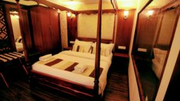 1 Bedroom Ultra Luxury Houseboat