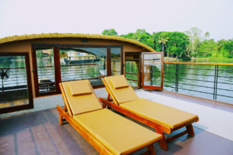 1 bedroom luxury houseboat