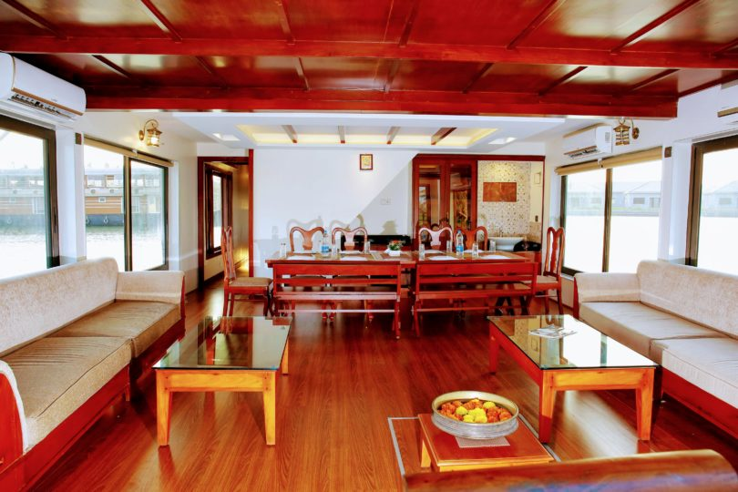 4 Bedroom luxury houseboat