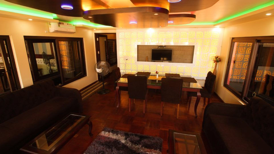 5 Bedroom Luxury Houseboat with Uperdeck
