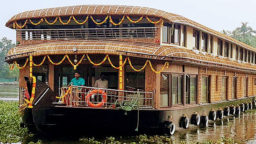 6 Bedroom Luxury Houseboat with Upperdeck