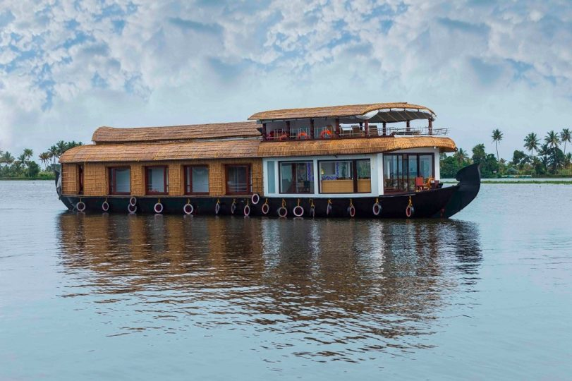 3 Bedroom Super Luxury Houseboat Package