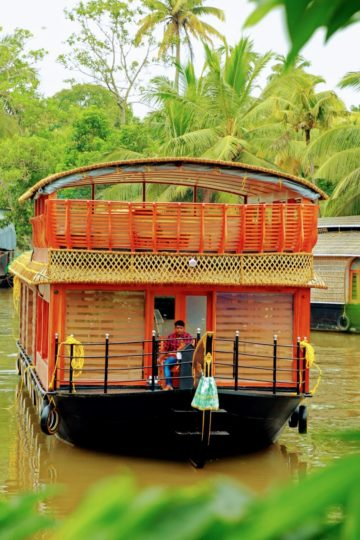 1 Bedroom Premium Houseboat with Upperdeck